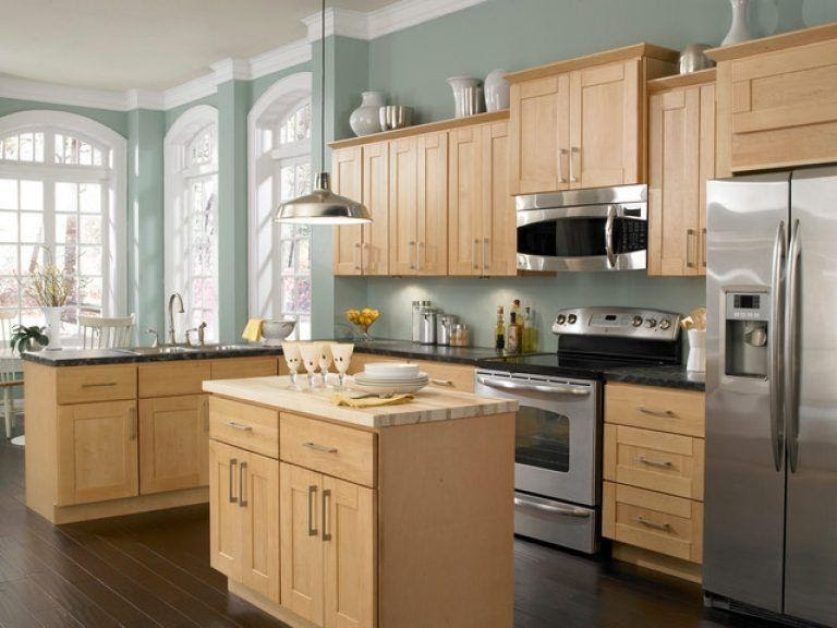 Maple Kitchen Cabinets Their Benefits, What Color Countertop With Natural Maple Cabinets