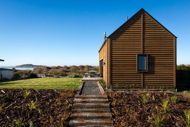 Beach houses three outstanding examples from new zealand for Beach bach designs